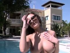 Huge Boobs Babe Amy Reid