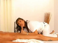 Alluring milf receives a mind-blowing doggy position fucking