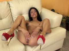 Young Stunner Veronica Rodriguez Masturbating
