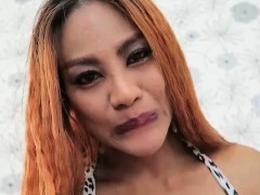 Shemale Jasmine 2 hands dick massage like pro