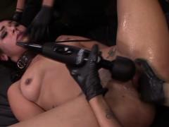 Bound les slave anal hook