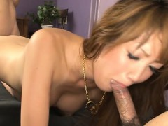 Slim mom poses her cunt on hard cock whilst deepthroating
