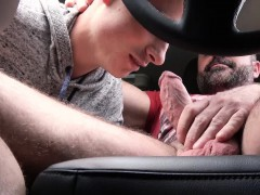 FamilyDick-Muscle bear dad fucks boy in car for smoking